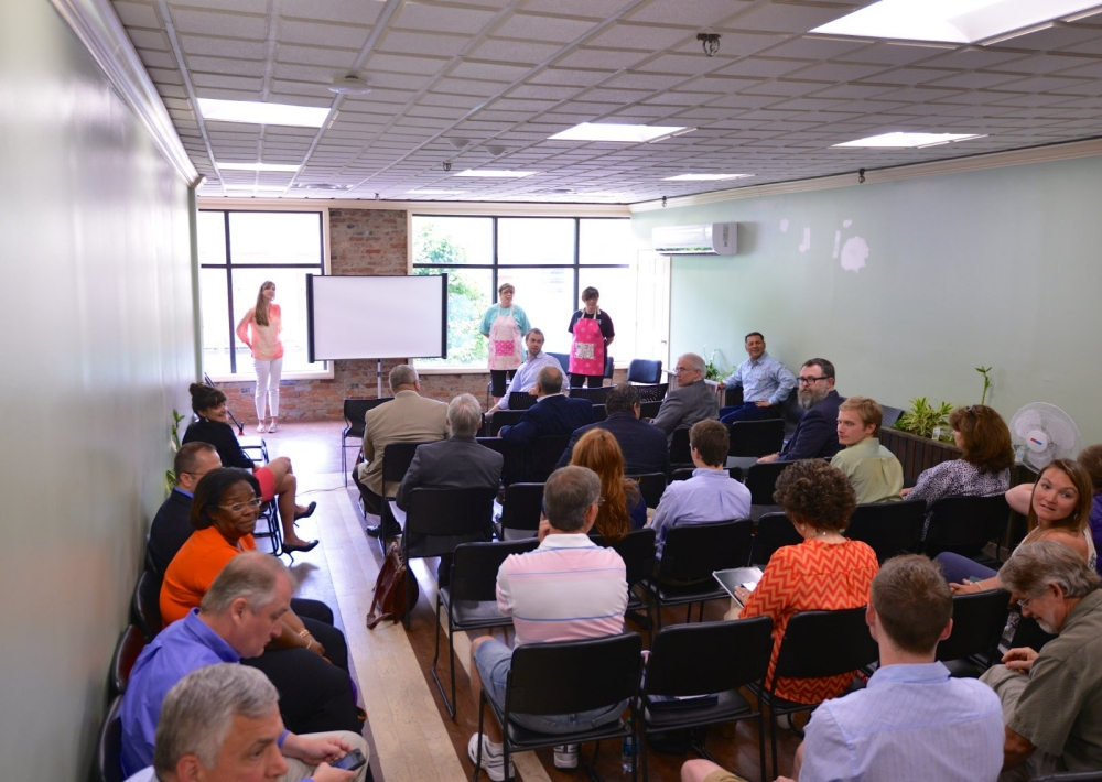 Residents take part in the Health Innovation HUB entrepreneurs at the Williamson Health and Wellness Center.