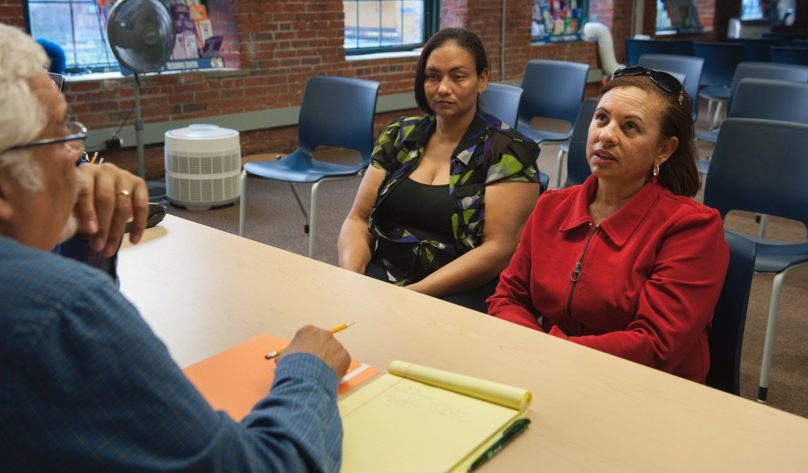 A school counselor meets with parents.