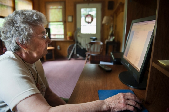 Elderly woman uses a desktop computer to peruse her records on OpenNotes